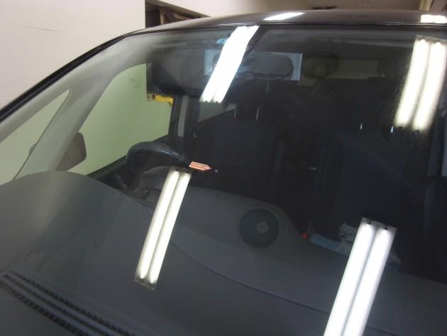 日産セレナ フロントガラス修理