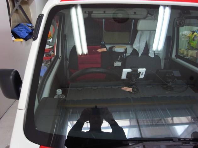 スバルサンバー フロントガラス修理