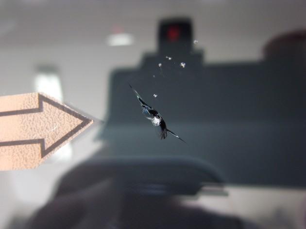 車 飛び石傷修理