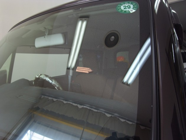 自働車 フロントガラス補修