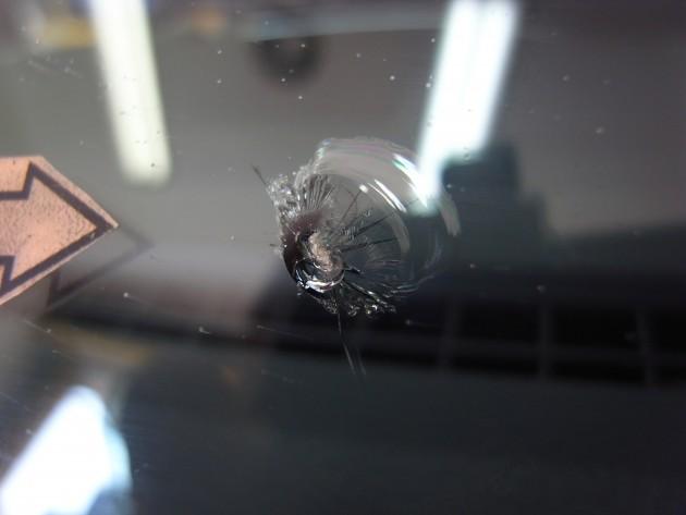 車 ウインドウガラス修理