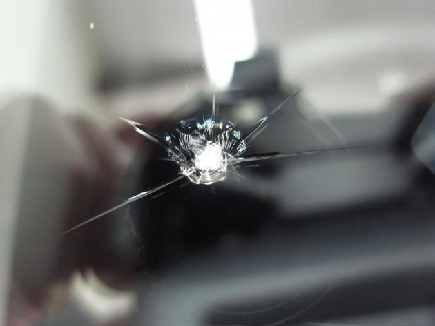 フロントガラス傷 修理
