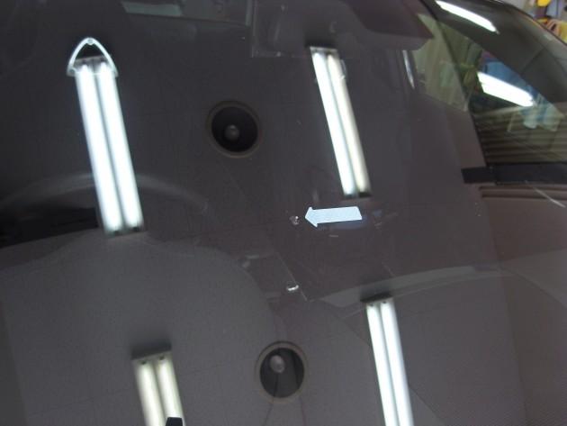 車 フロントガラス傷 ウインドリペア