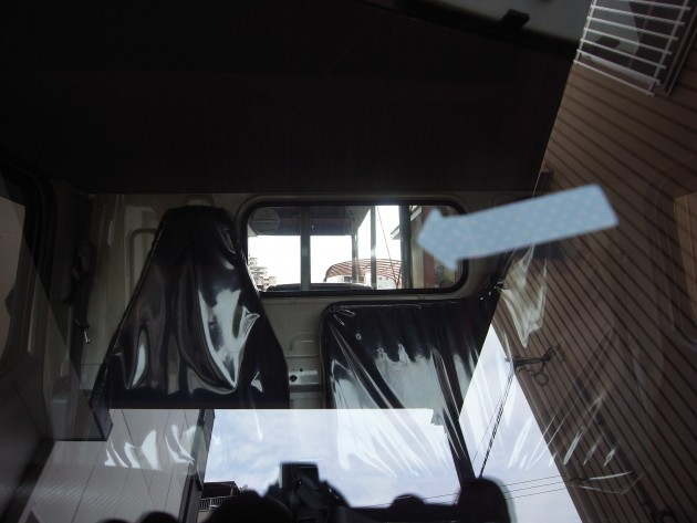 車 フロントガラス 飛び石傷 補修