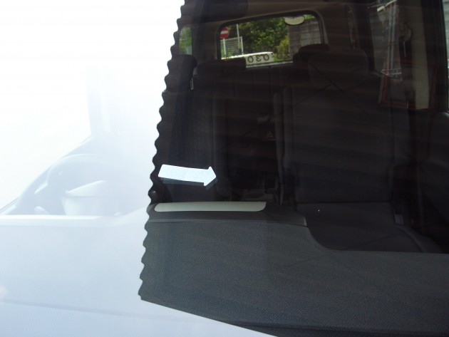 車 フロントガラス 飛び石 補修