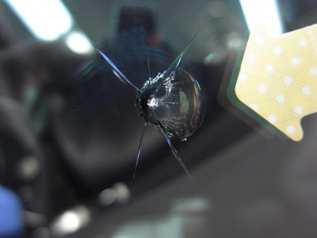メルセデスベンツS550 飛び石傷 フロントガラス修理