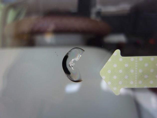 フロントガラス 飛び石 修理