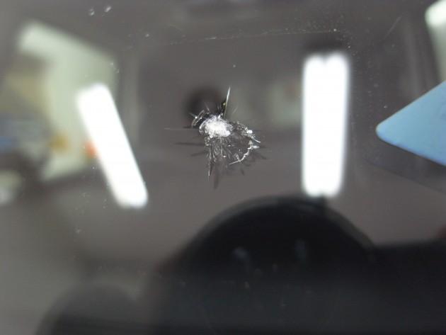 自動車ガラス 飛び石 ヒビ 修理